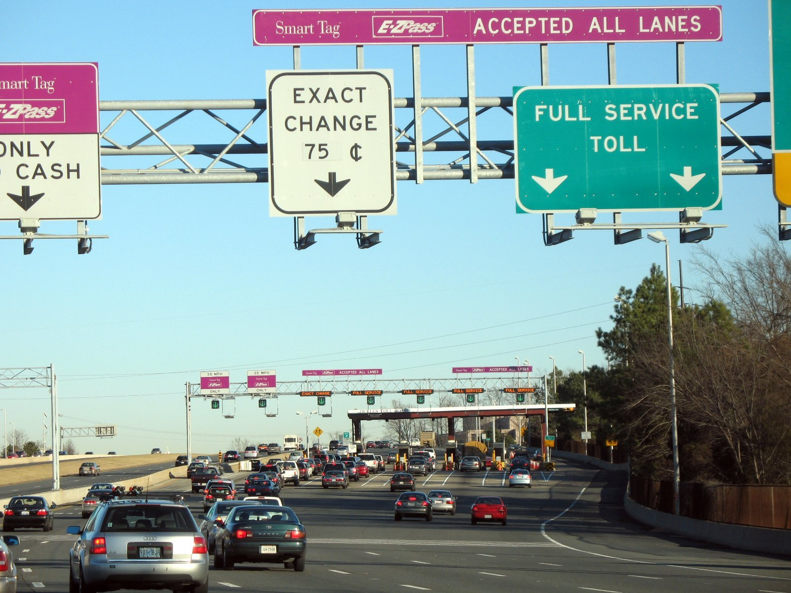 Toll_Plaza_on_Dulles_Toll_Road_1